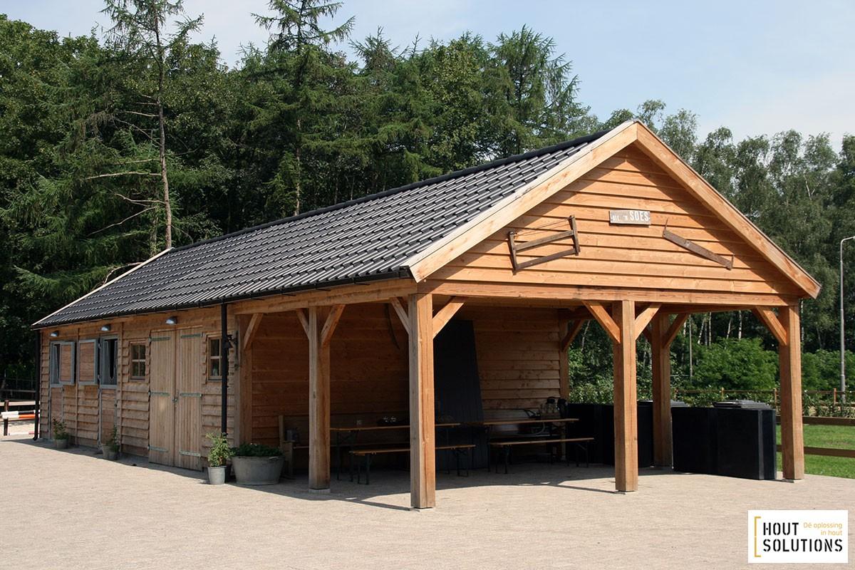 Garage Met Overkapping : Houten garage met paardenstallen houtsolutions