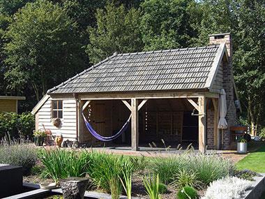 Tuinhuis met overkapping