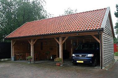 Houten carport met twee dichte deuren - Houtsolutions