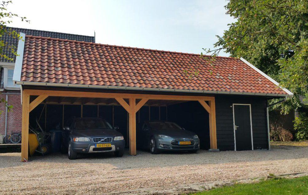 Klassieke schuur met dubbele carport