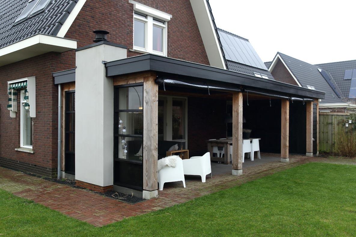 Luxe houten terrasoverkapping met zonwering (aanbouw)