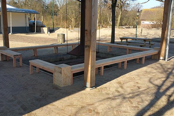 Houten zitbank – Camping Kennemerduin